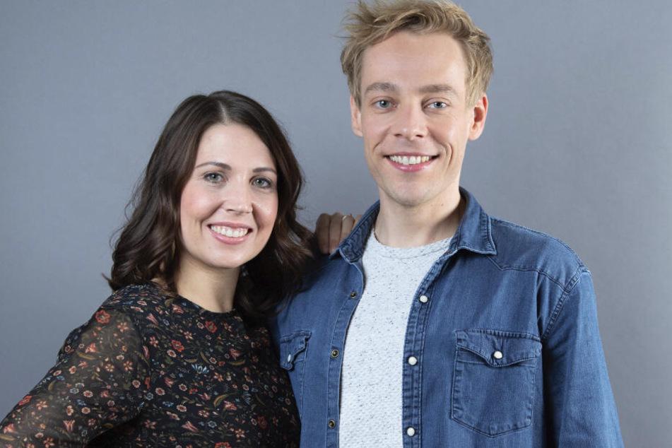 Oliver Morschel (34) gibt im Theaterstück den jungen Schöbel. Christin Deuker (33) spielt gleich beide Ehefrauen des Schlagerstars.