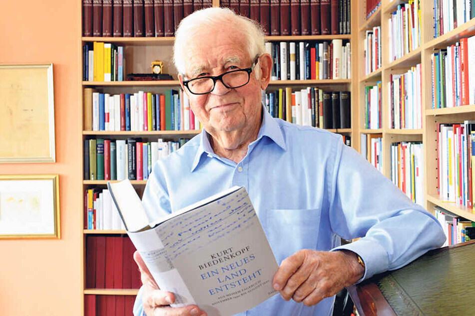 Die Tagebücher von Kurt Biedenkopf  (87, CDU) gehen nicht gerade weg wie warme Semmeln.