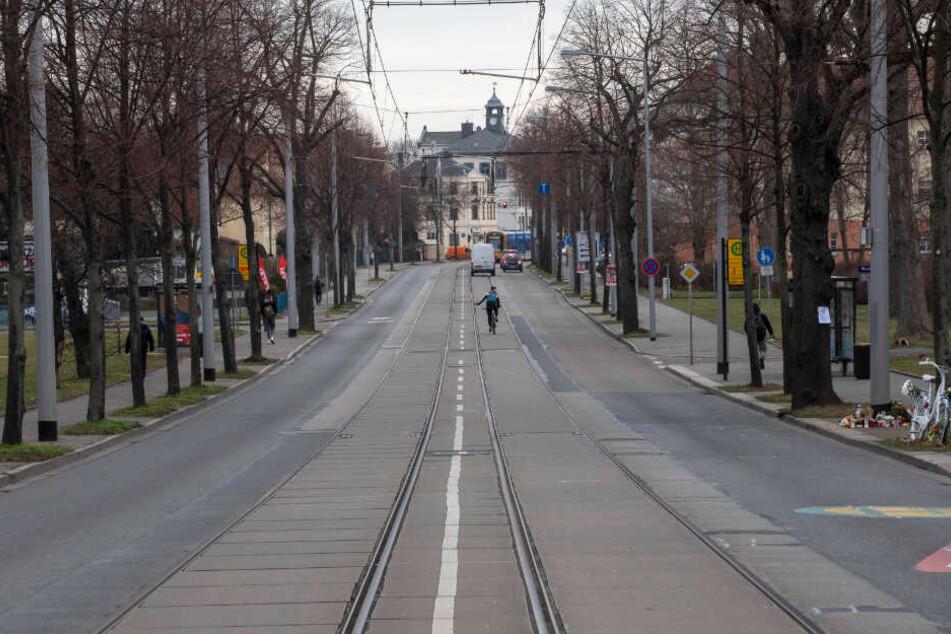 Der ADFC fordert auf beiden Seiten der Reicker Straße sichere Radwege. Die Autospur wäre dann nicht mehr überbreit, hätte aber noch genug Platz.