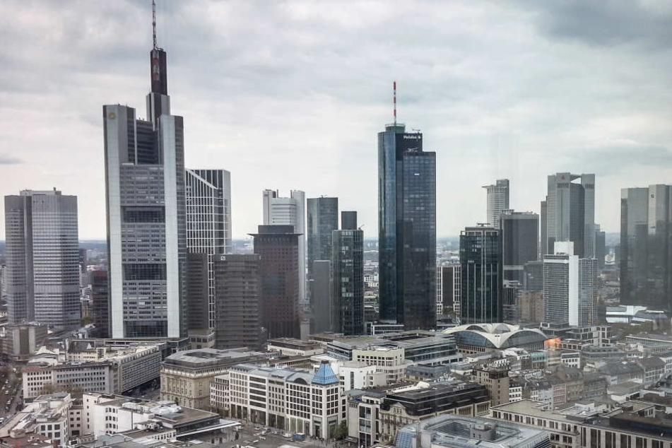 Frankfurt soll Hamburg in nichts nach stehen. Die PARTEI beantragt deshalb nächste Gipfel-Austragung. (Achtung Satire)