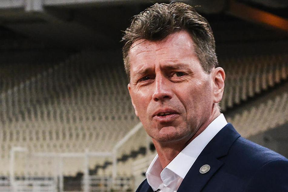 Michael Skibbe war früher Co-Trainer der deutschen Nationalmannschaft, nun ist er Trainer von Youssoufa Moukoko in der U19.