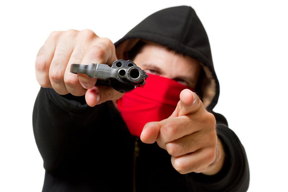 So ähnlich sahen die Täter des Überfalls aus. Auffällig war das rote Tuch (Symbolbild).
