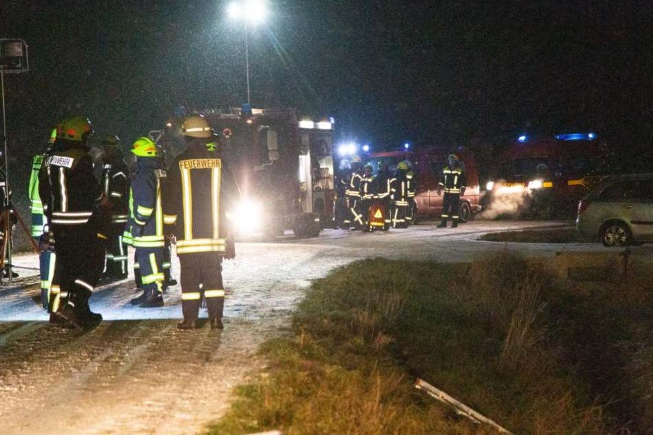 Mehrere Einsatzkräfte waren vor Ort um den verletzten Personen zur Hilfe zu kommen.