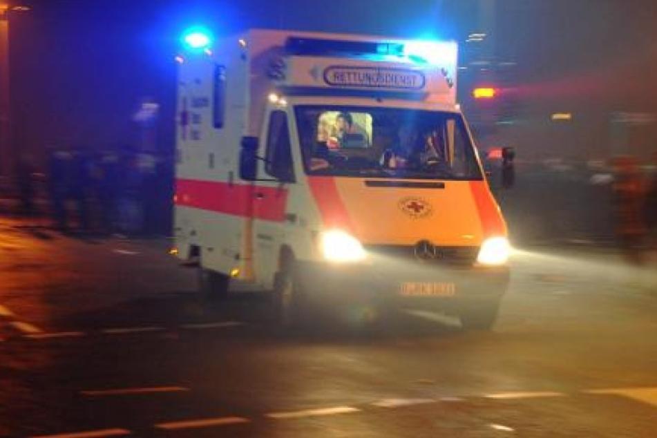 Betrunkener randaliert im Rettungswagen und will damit losfahren
