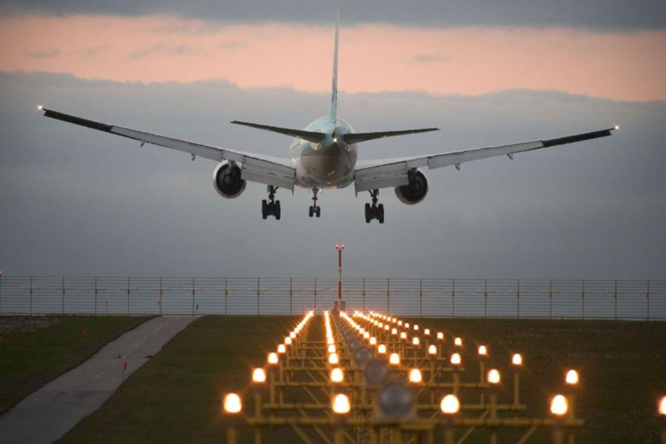 82 Stunden dauerte es, bis die Gäste des Fluges 5P5764 aus Agadir in Richtung Heimat abhoben. (Symbolbild)