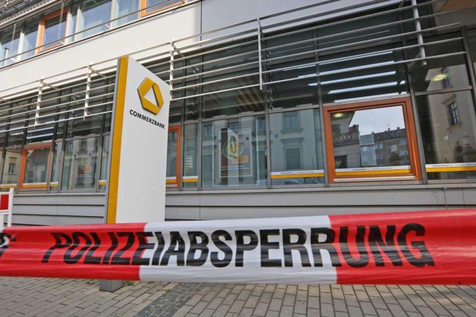 Unbekannte haben in Meerane einen Geldautomaten gesprengt.