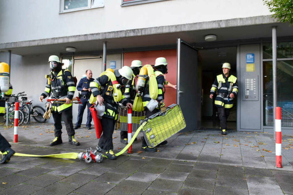 Die Feuerwehr fand den Mann bewusstlos in seiner Wohnung in Ramersdorf.