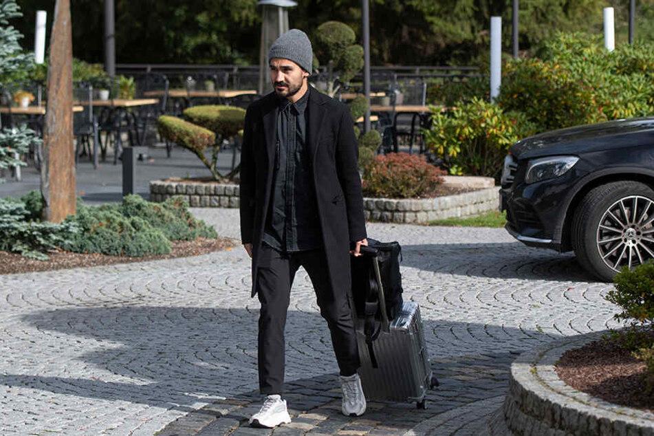 Ilkay Gündogan ist zwar angereist in Dortmund, doch er plagt sich mit muskulären Problemen herum.
