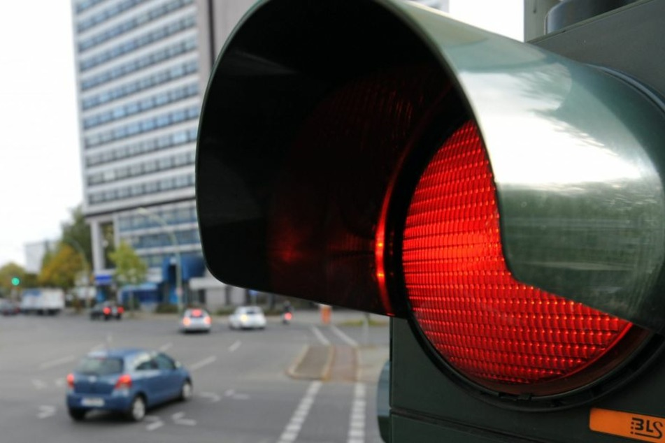 Laut Medienberichten überfuhr die Frau eine rote Ampel und erfasste fünf Fußgänger. (Symbolbild)