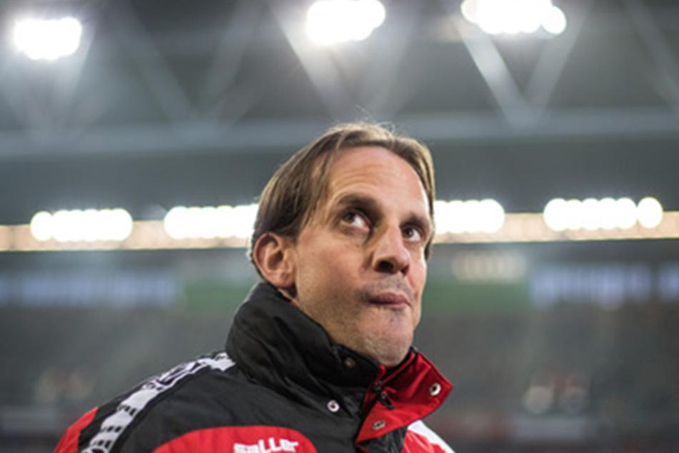 Auch Rehm sieht nach der Niederlage nicht glücklich aus. Ob er noch lange als Cheftrainer des DSC agieren wird?