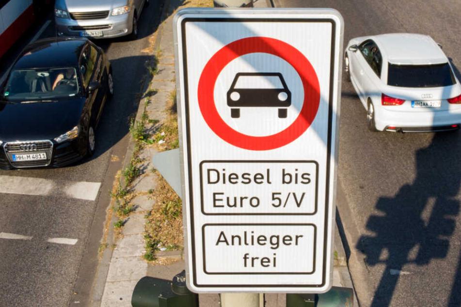 An der Max-Brauer-Allee dürfen bereits seit mehr als einem Jahr keine älteren Dieselfahrzeuge mehr fahren.