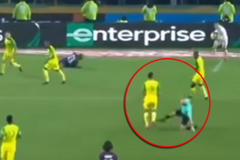 Kurios: Schiedsrichter tritt nach und zeigt Rot