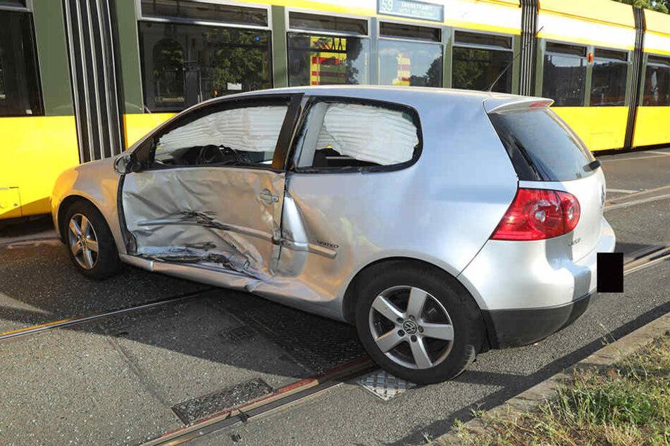 Der VW Golf erlitt einen Totalschaden.