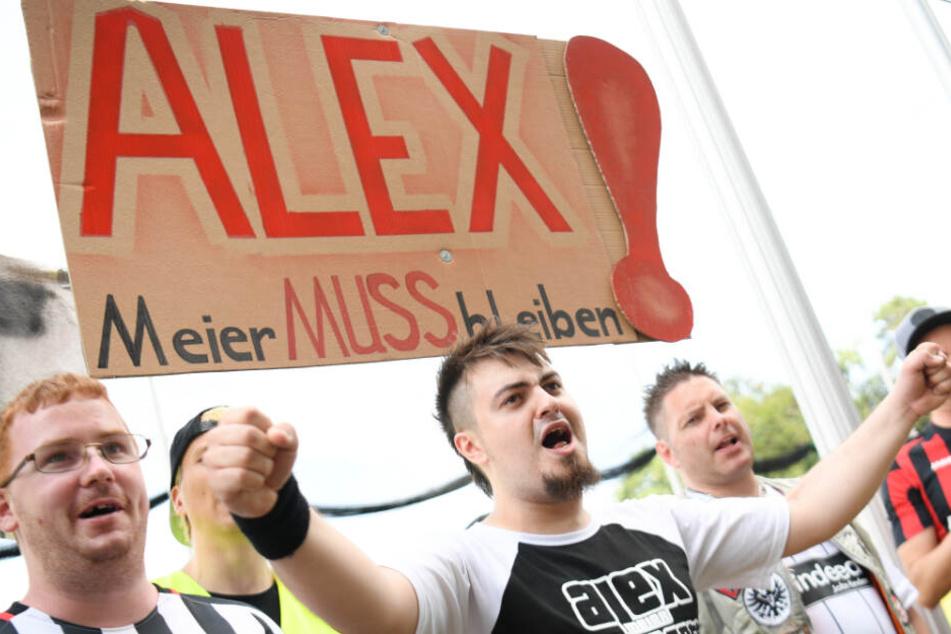 Eintracht-Fans demonstrieren für Meiers Verbleib bei der Eintracht (Archivbild).