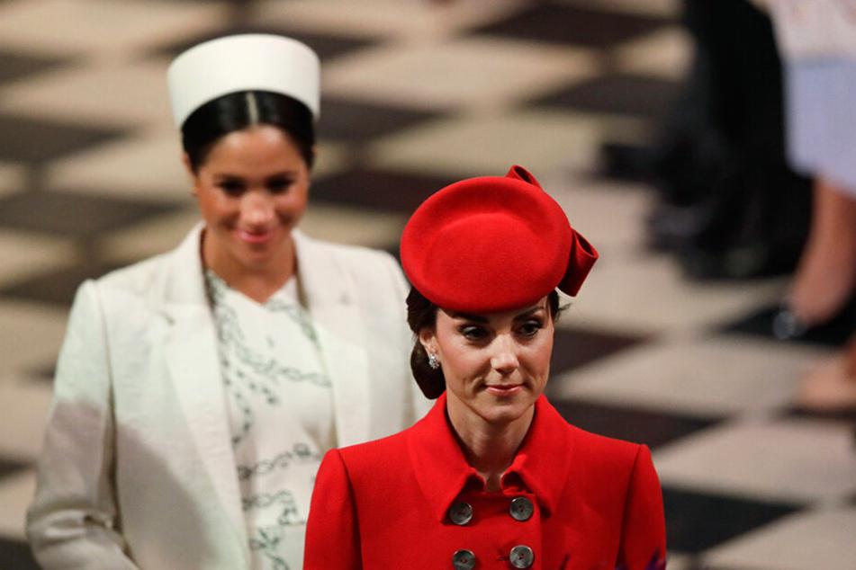 Herzogin Kate (re.) und Herzogin Meghan verlassen nach einer Messe anlässlich des Commonwealth Day am 11. März die Westminster Abbey.
