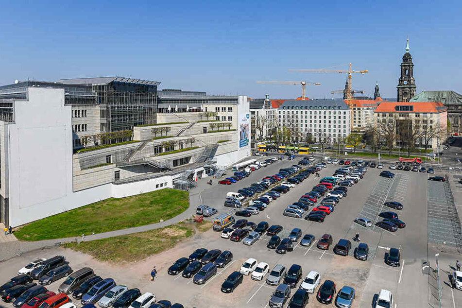 Rund um den Ferdinandplatz fallen laut Rathaus mittelfristig 735 ebenerdige Stellplätze weg.