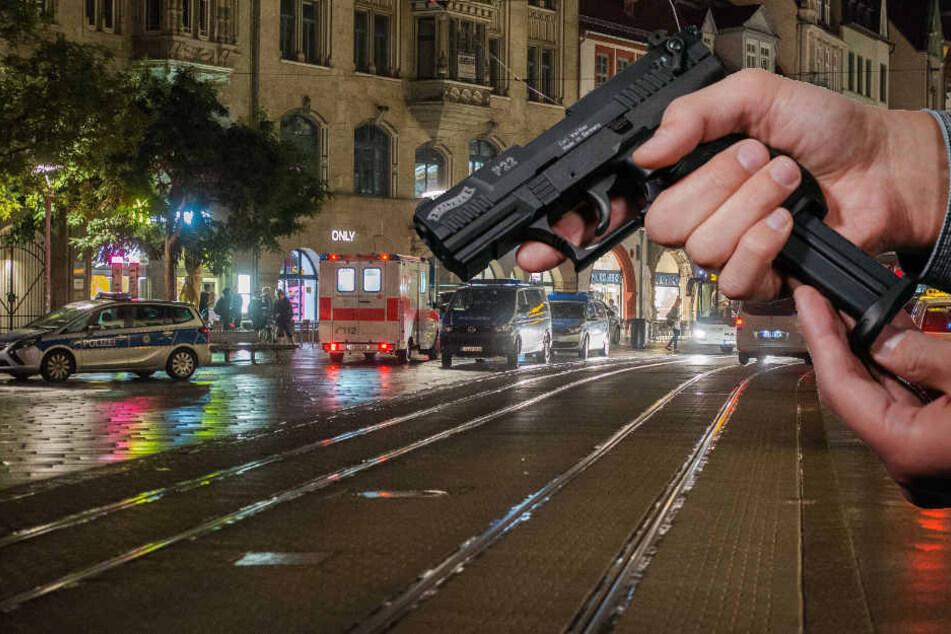 Mit einer Schreckschusswaffe ging der Mann auf zwei Gruppen los. (Symbolbild)