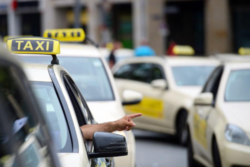 Die beiden Männer sollen einen Taxifahrer in Hamburg überfallen haben. (Symbolfoto)