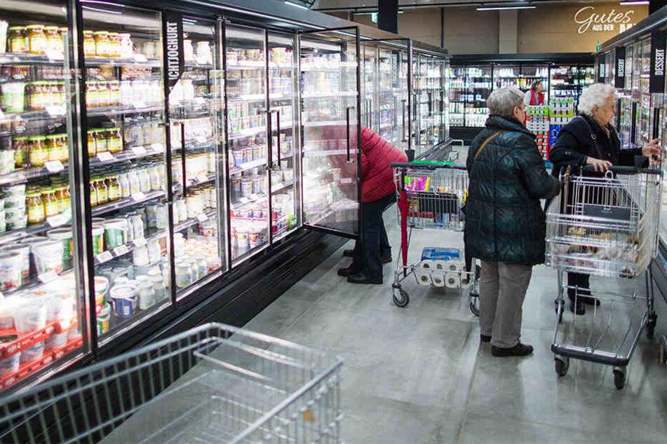Die Polizei warnt noch immer vor manipulierten Joghurtprodukten in Hallenser und Bitterfelder Supermärkten. (Symbolbild)