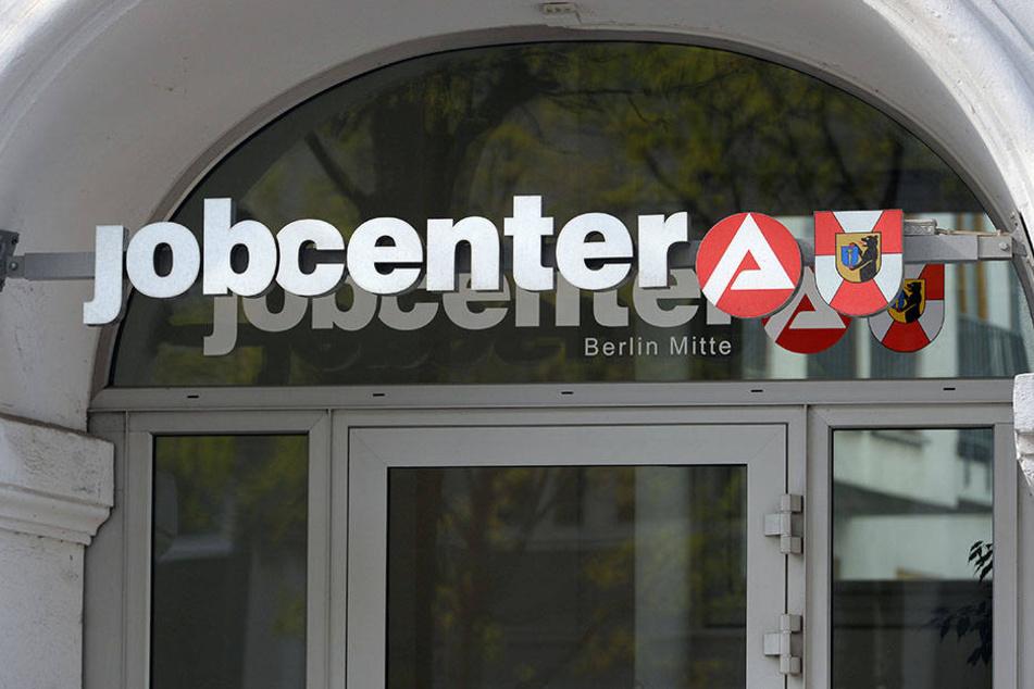 Kann auch durchaus frivole Job-Angebote weiterreichen: Ein Jobcenter in Berlin. (Symbolbild)