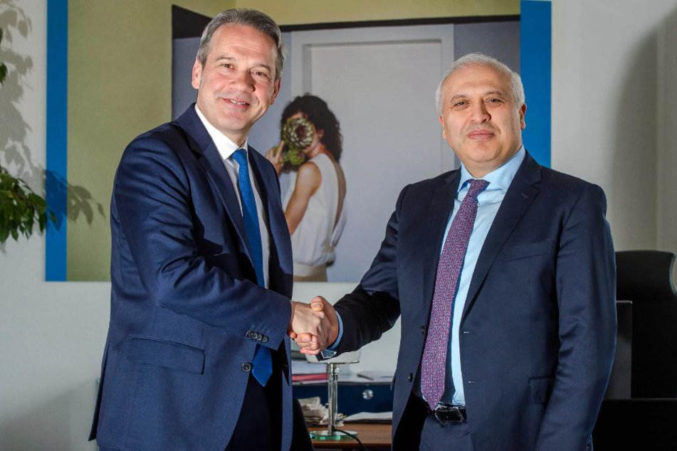 Symbolischer Handschlag: Innenminister Georg Maier (l.) und Ashot Smbatyan.