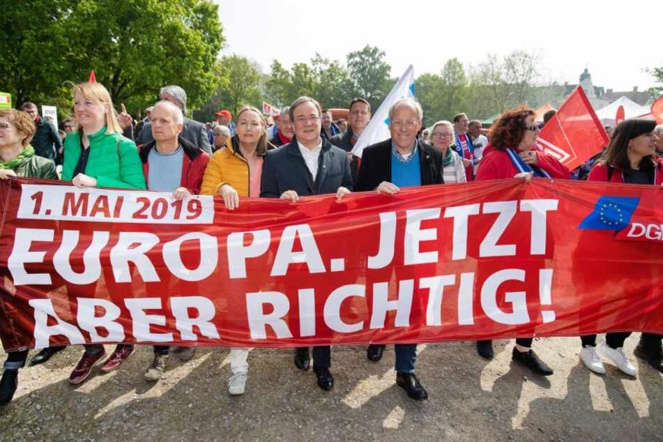 """""""Tag der Arbeit"""": Laschet geht mit Demonstranten auf die Straße"""