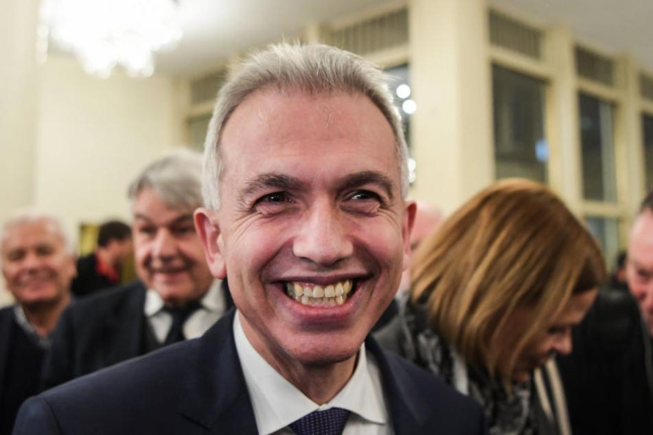 Das Siegerlächeln hat er schon mal drauf. Doch Peter Feldmann muss zunächst die Stichwahl im März abwarten.