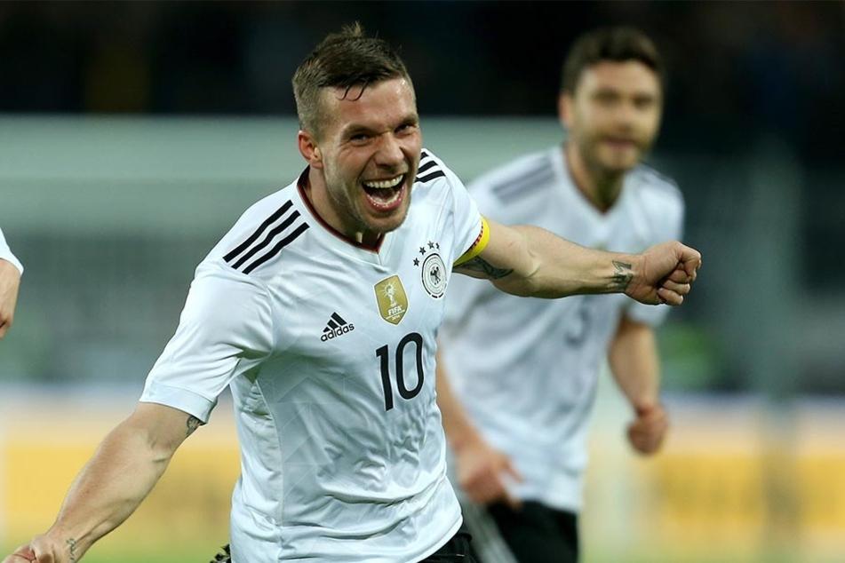 Großer Jubel bei Lukas Podolski. Sein Treffer war der letzte in seiner Nationalmannschafts-Karriere.
