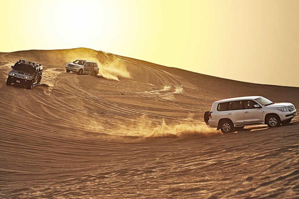 Unweit der Mega-Metropole sind Jeep-Touren durch die Wüste möglich.