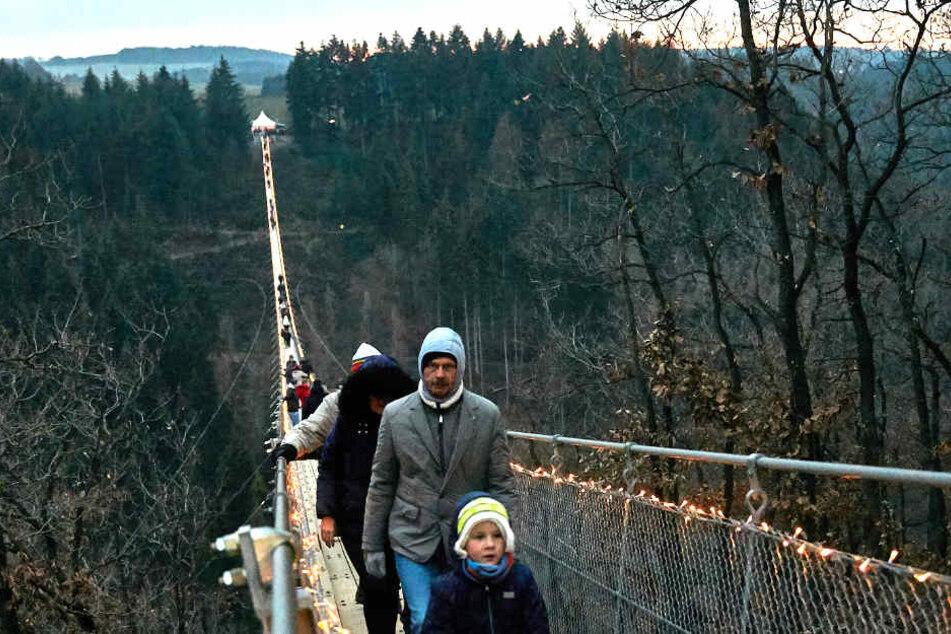 Auch im Winter ist die Brücke ein Besuchermagnet.