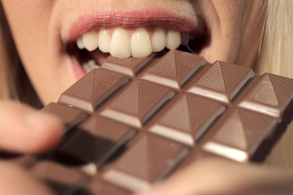 100 Gramm Schokolade pro Tag könnten bei depressiven Menschen das Medikament ersetzen.