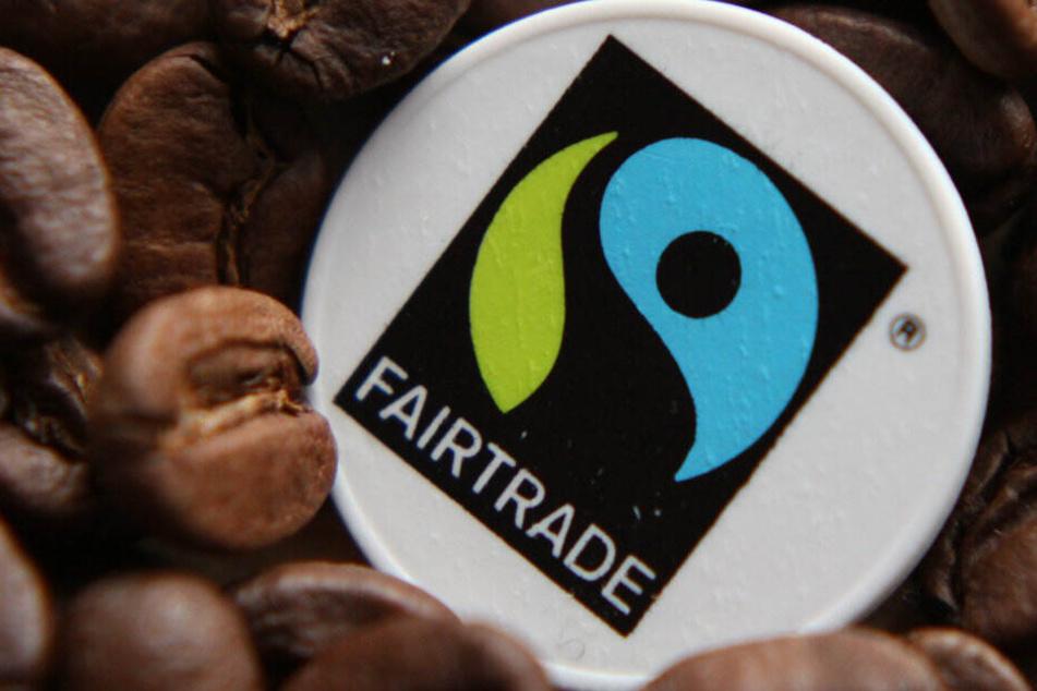 Das Fair-Trade-Logo. Der Fair-Trade-Großhandel GEPA muss sich der Hitze beugen.