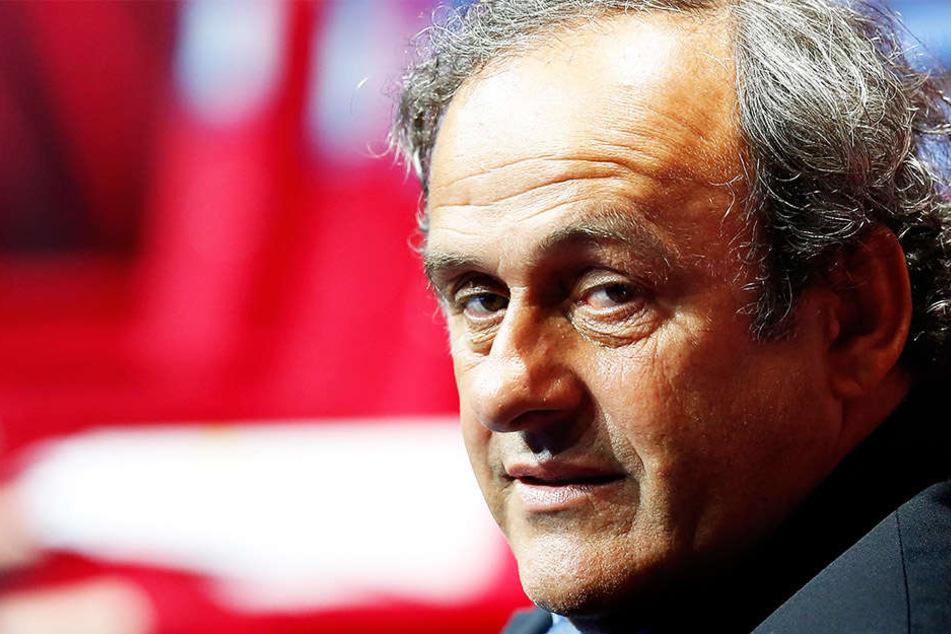 Michel Platini gab in einem Interview zu, am Spielplan der WM 1998 gedreht zu haben.