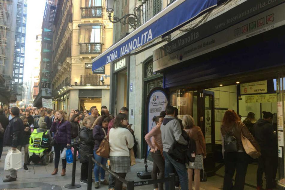 Diese Spanier sind lottoverrückt!
