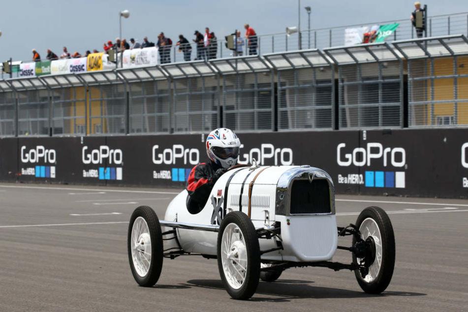 Ein Hingucker: Thorsten Bach auf einem DKW F1 von 1931. Im Juni geben sich alte Rennwagen ein Stelldichein bei den ADAC Sachsenring Classics.