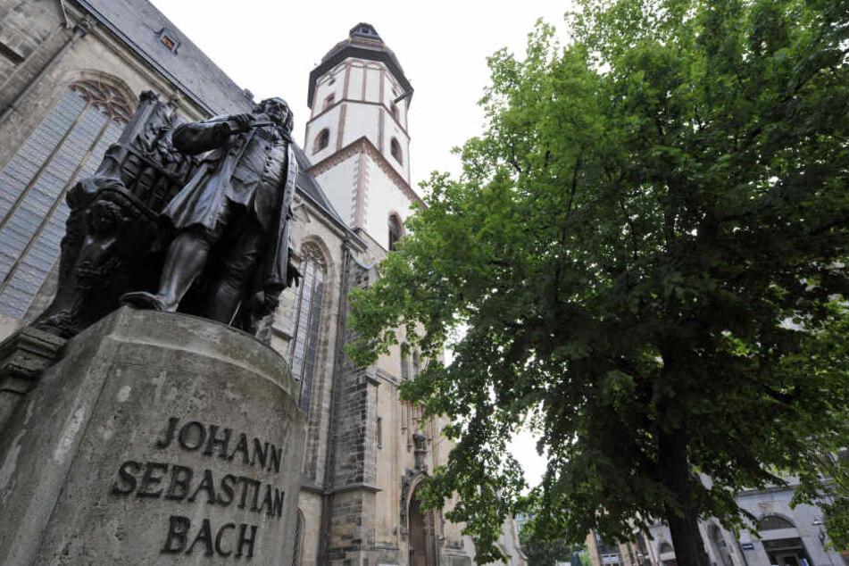 Das Bach-Denkmal im Thomaskirchhof ist eines der beliebtesten Fotomotive von Leipzig-Touristen.