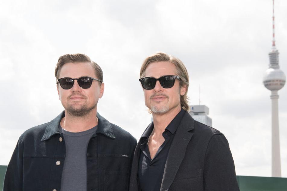 Leonardo DiCaprio (l.) und Brad Pitt sind am Donnerstag in Berlin.