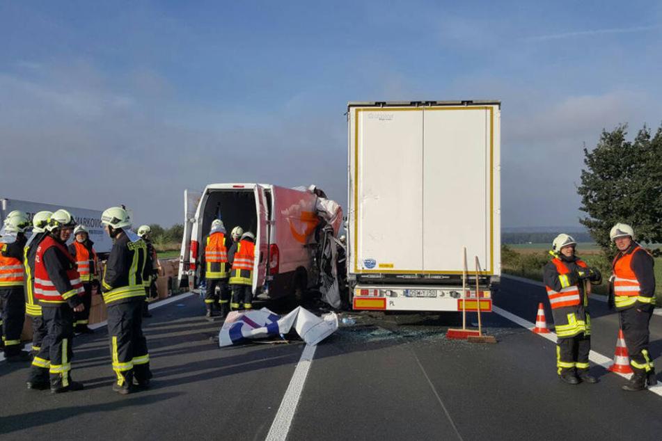 Auf der A4 bei Pulsnitz ist ein Kleintransporter in einen Lkw gekracht.