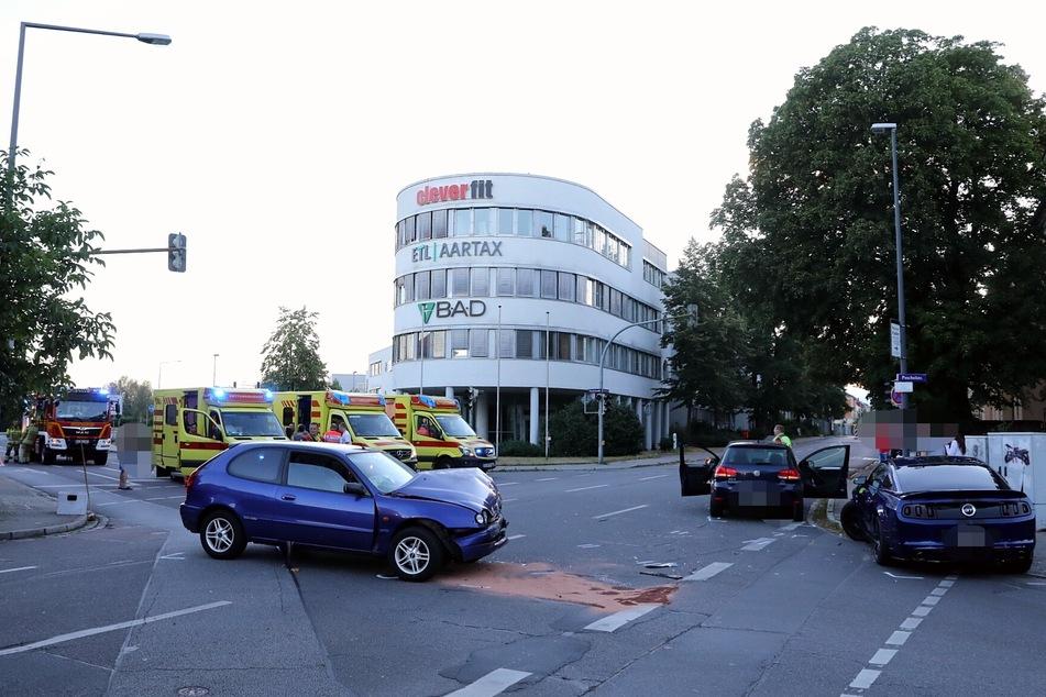 Auf der Kreuzung in Kaditz stießen drei Fahrzeuge zusammen.