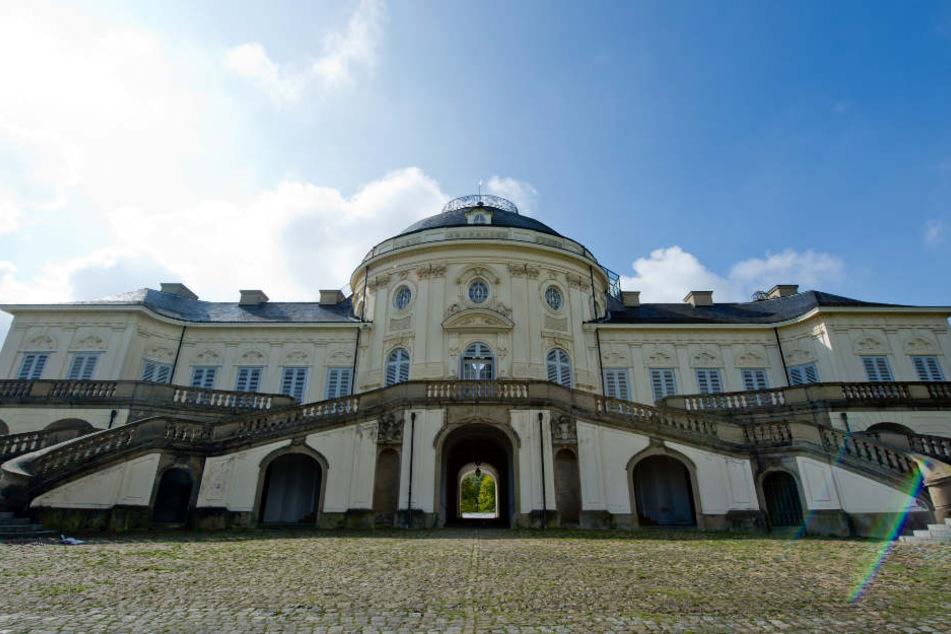 Auch im Schloss Solitude in Stuttgart kann man den Eintritt mit einem Kuss bezahlen.