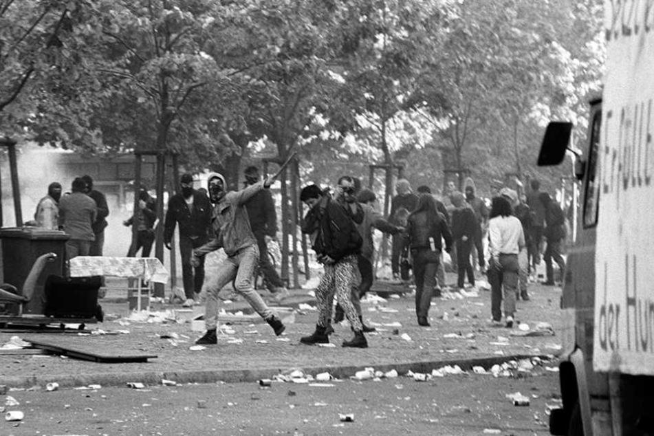 Straßenschlachten hinterließen (nicht nur) 1989 Spuren auf den Straßen von Berlin.