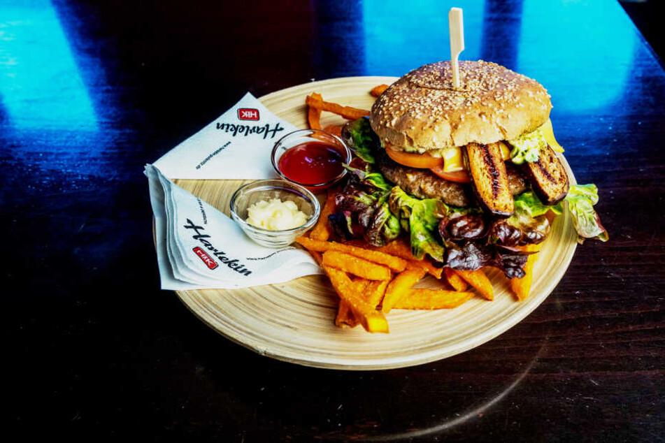 Kein Scherz: In den herzhaften Pfefferküchler-Burger kommen süße Spitzen aus  Pulsnitz.