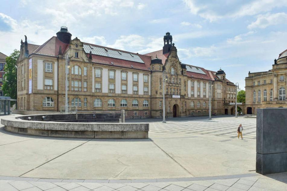 Am Theaterplatz soll ab September eine riesige, 750 Kilo schwere Skulptur ankommen.