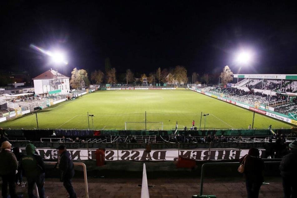 Erstmals seit dem Stadionbau 1920 erstrahlte Chemies Alfred-Kunze-Sportpark im DFB-Pokal gegen Paderborn unter Flutlicht.