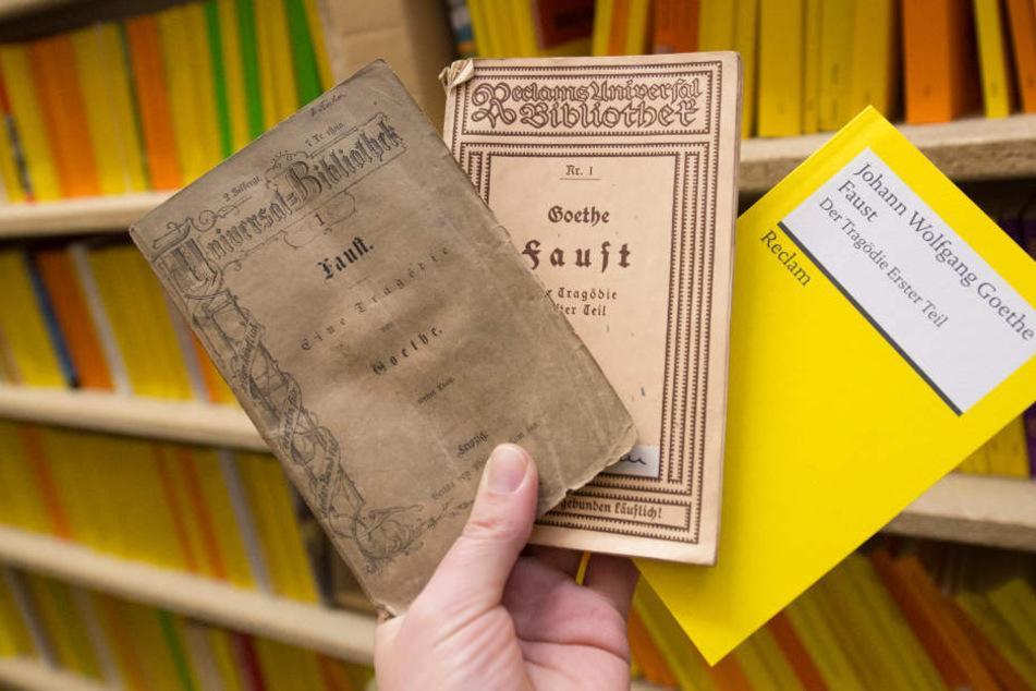 Etwa 10.000 der Hefte sollen in dem Leipziger Reclam-Museum ausgestellt werden.