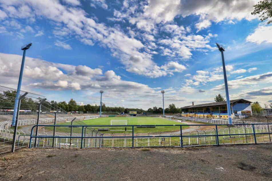 Das Fassungsvermögen des altehrwürdigen Bruno-Plache-Stadions wurde von 6800 auf 10.900 Plätze ausgebaut.