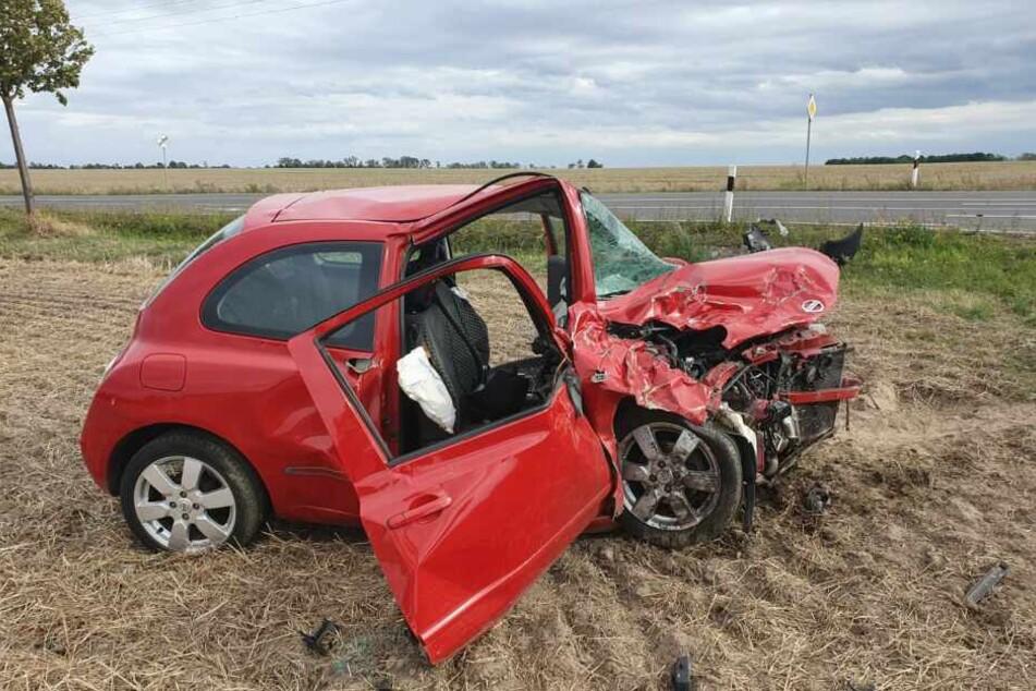 Das Wrack des Unfallverursachers macht deutlich, wie heftig der Zusammenstoß gewesen sein muss.