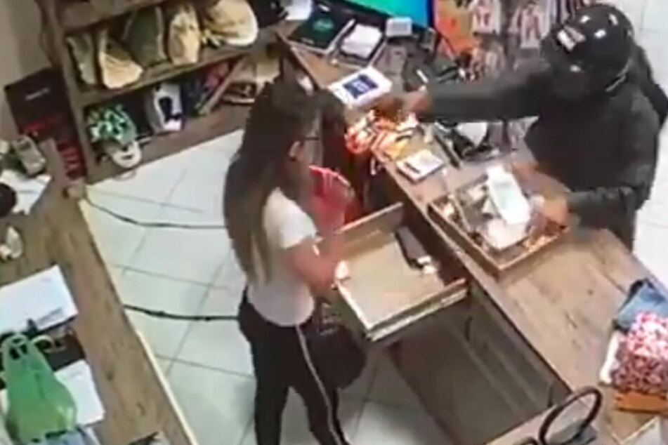 Der Täter schießt Renata Ranyelle Almeida (23) mitten ins Gesicht.