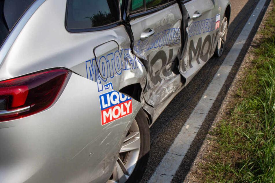 Der Opel aus dem Alb-Donau-Kreis in Ulm wurde an der Beifahrerseite völlig rampuniert.