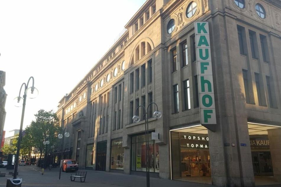 Der Galeria Kaufhof an der Gürzenichstraße in der Kölner Innenstadt.